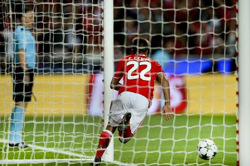 Franco Cervi festeja um golo pelo Benfica na Liga dos Campeões