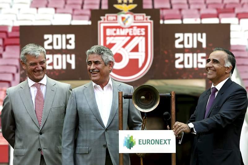 Celebração da vitória do campeonato Nacional 2015 pelo Benfica e toque do sino que assinala o encerramento do mercado