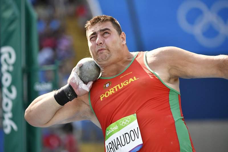 Tsanko Arnaudov em ação em Jogos Olímpicos