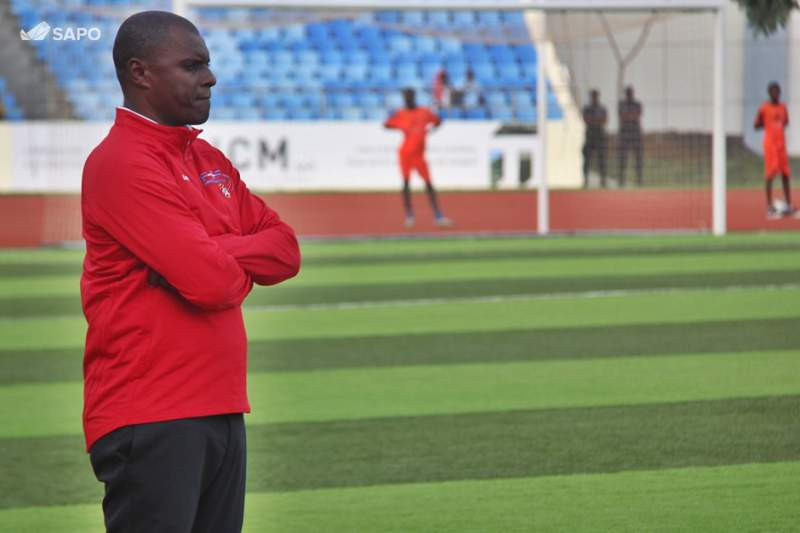 Selecionador de Cabo Verde visita Escola de Futebol