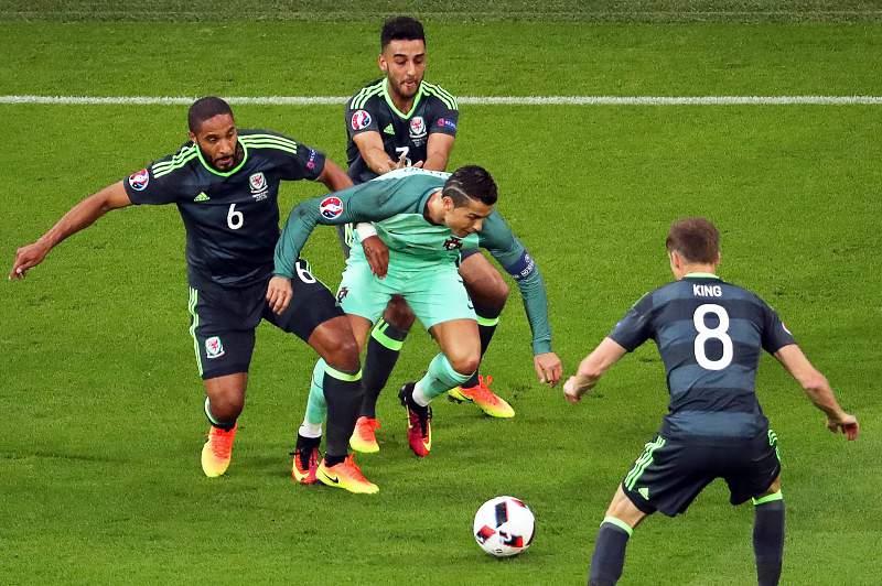 Ronaldo em ação frente ao País de Gales