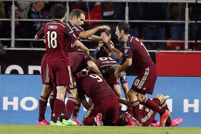 Jogadores da Rússia celebram a vitória