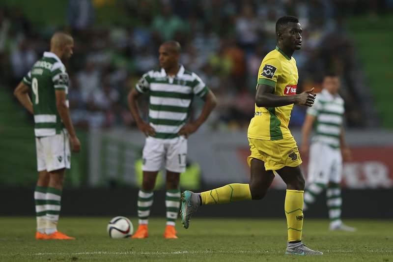 Pelé celebra um golo pelo Paços de Ferreira em Alvalade
