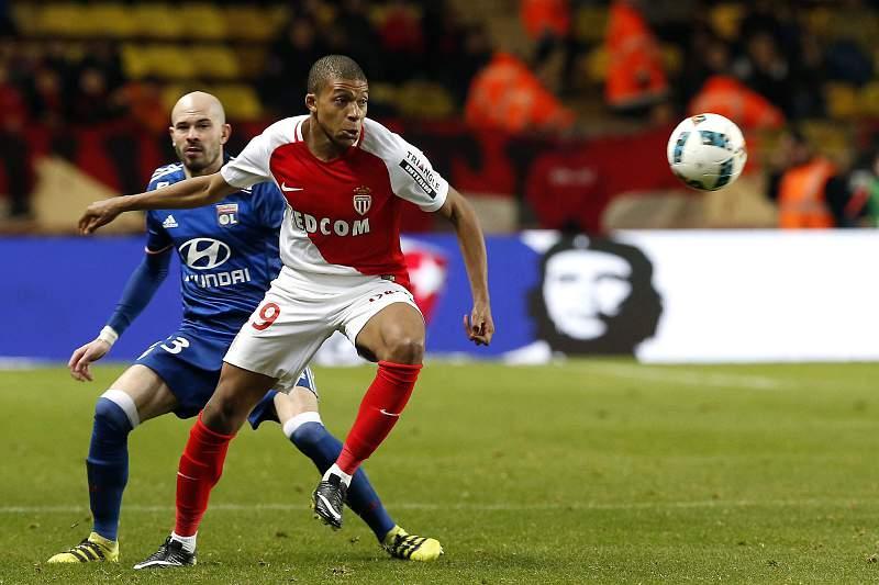 Mbappé diz que ainda não é altura de se mudar para o Real Madrid