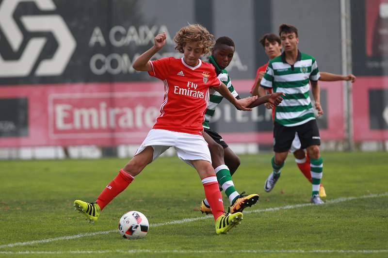 Benfica bicampeão de iniciados