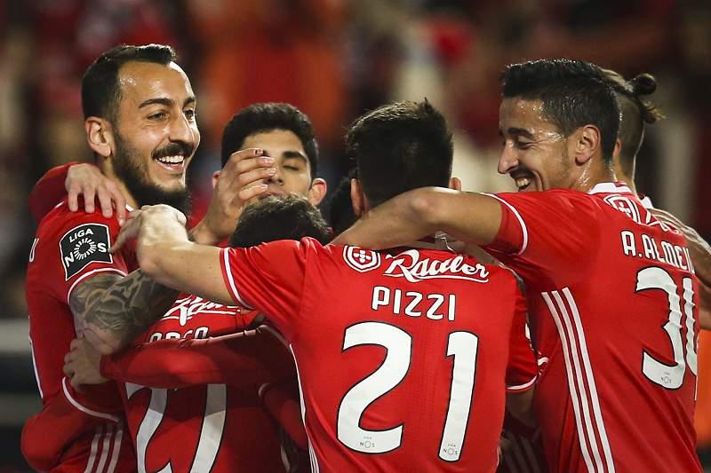 Jogadores do Benfica celebram um golo frente ao Rio Ave