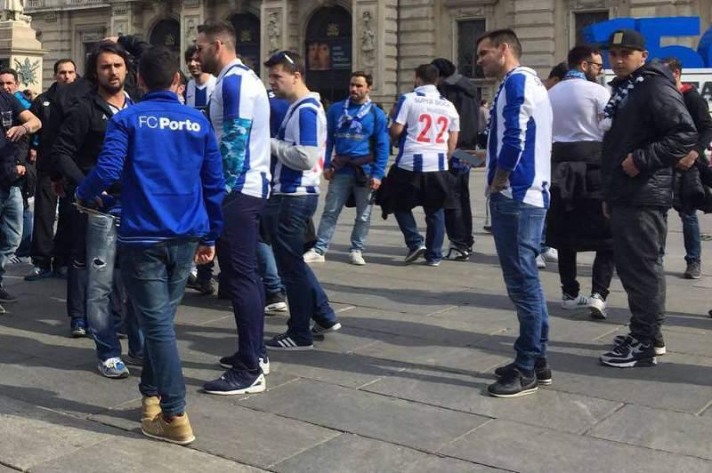 Adeptos do FC Porto em Turim