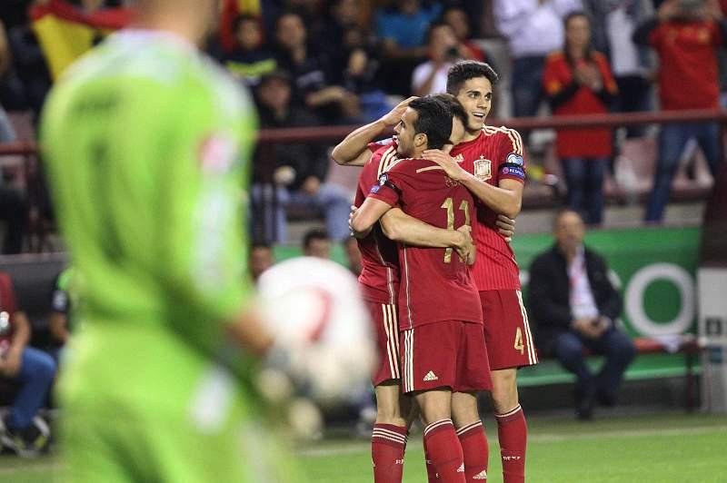 Jogadores espanhóis celebram um dos golos da vitória sobre o Luxemburgo