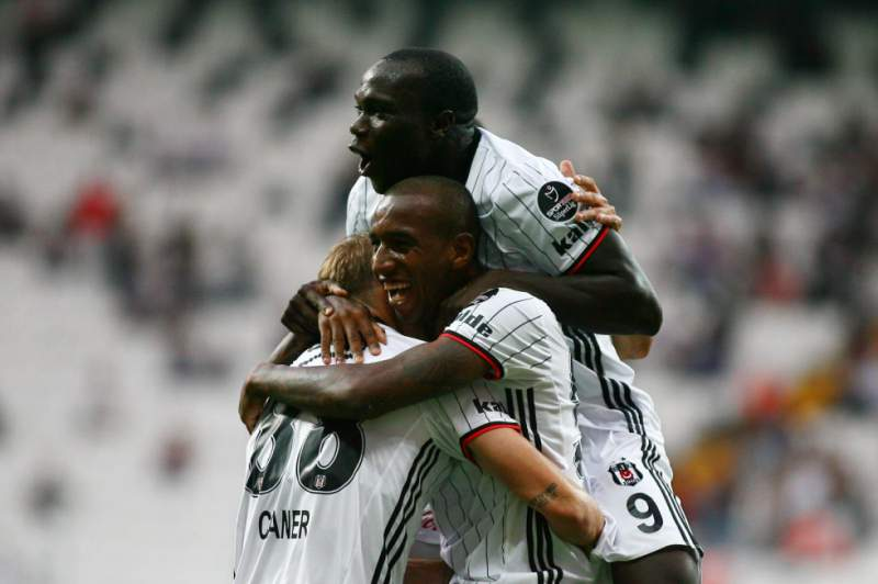 Aboubakar e Talisca celebram um golo do Besiktas