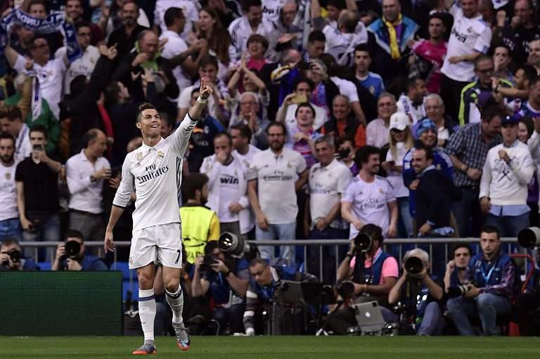 Hat-trick de Ronaldo nas meias da Champions
