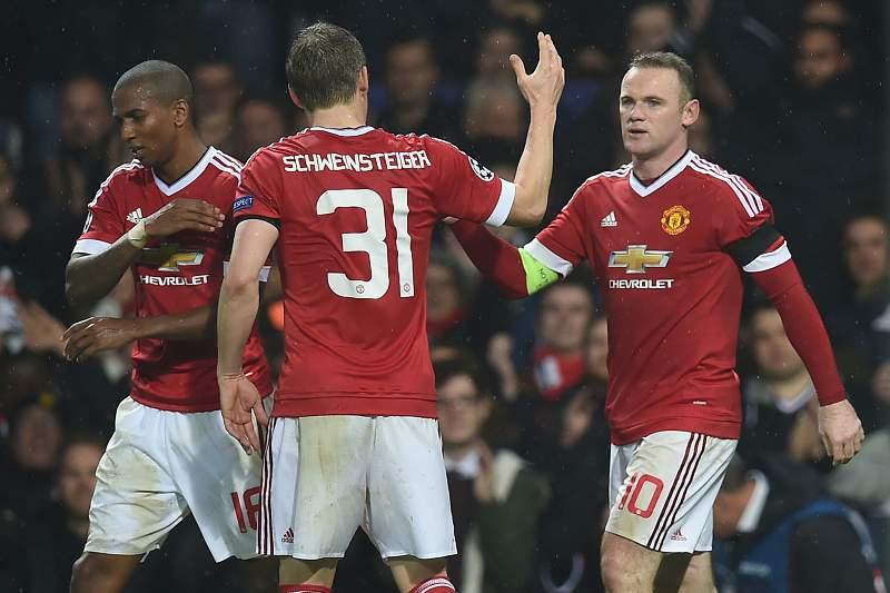 Wayne Rooney celebra o golo em Old Trafford diante do CSKA Moscovo