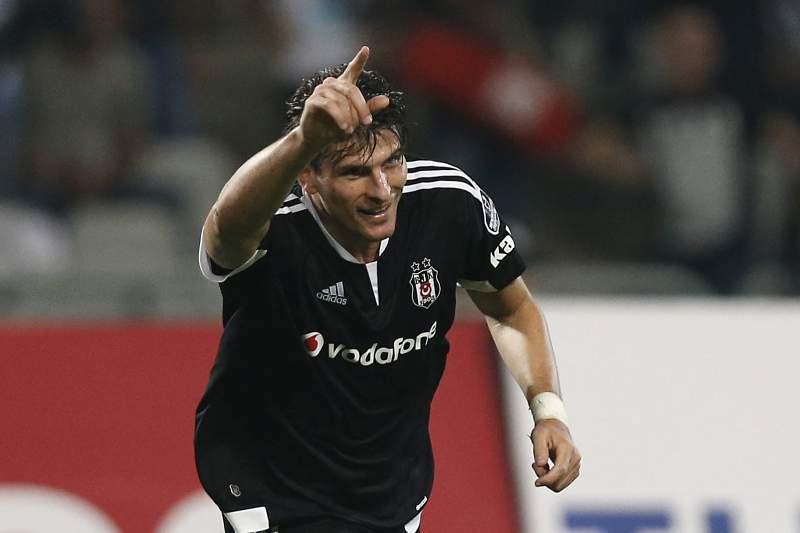 Mario Gómez celebra um golo pelo Besiktas