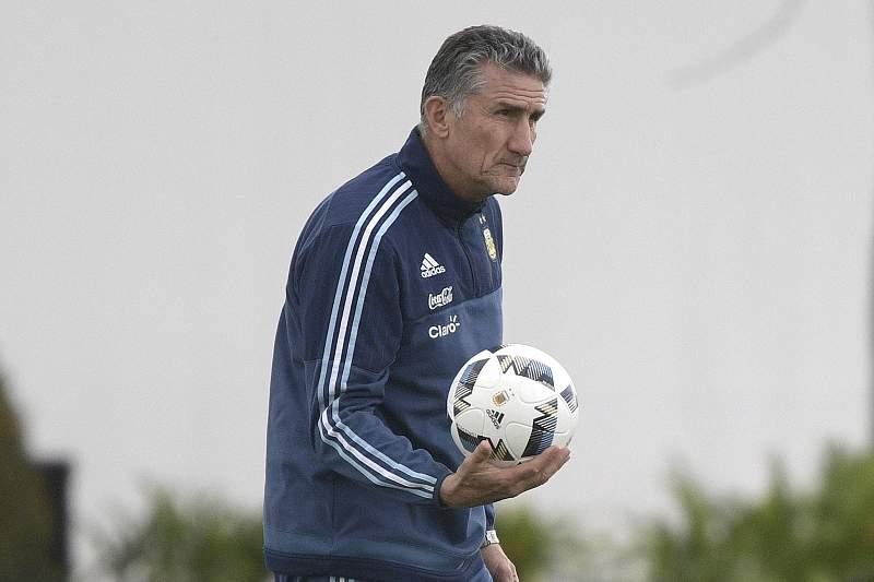 Edgardo Bauza, selecionador argentino durante um treino