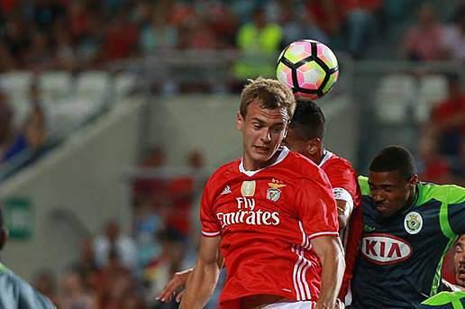 Branimir Kalaica em ação num jogo da Algarve Cup entre Benfica e Vitória de Setúbal