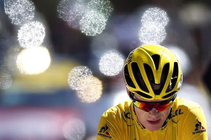 Moto da organização provoca queda de Froome, De Gendt ganha no Mont Ventoux