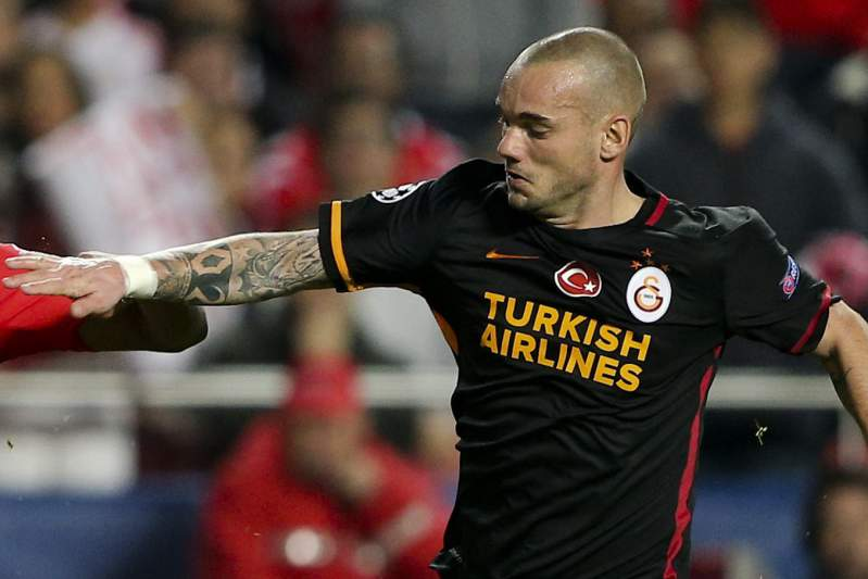Wesley Sneijder em ação frente a Carcela Gonzalez