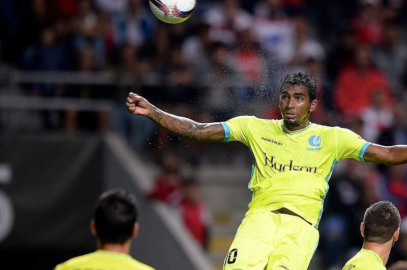Renato Neto em ação frente ao SC Braga na Liga Europa