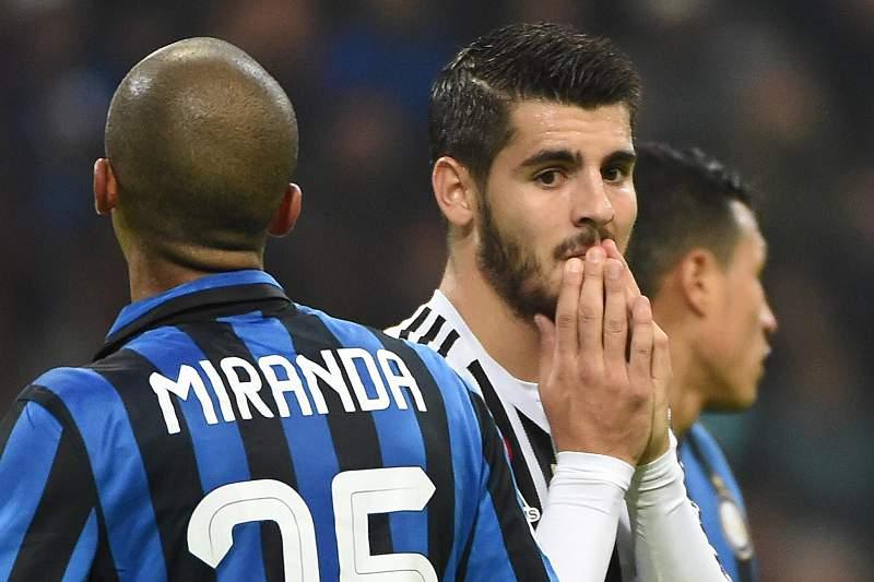 Alvaro Morata (D) reage durante o jogo entre a Juventus e o Inter