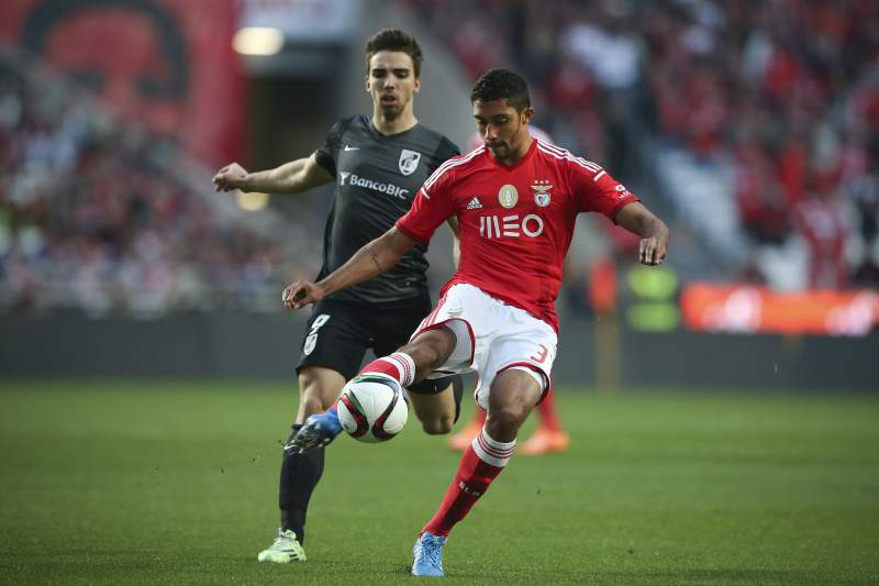César em ação frente a Tomané do Vitória de Guimarães