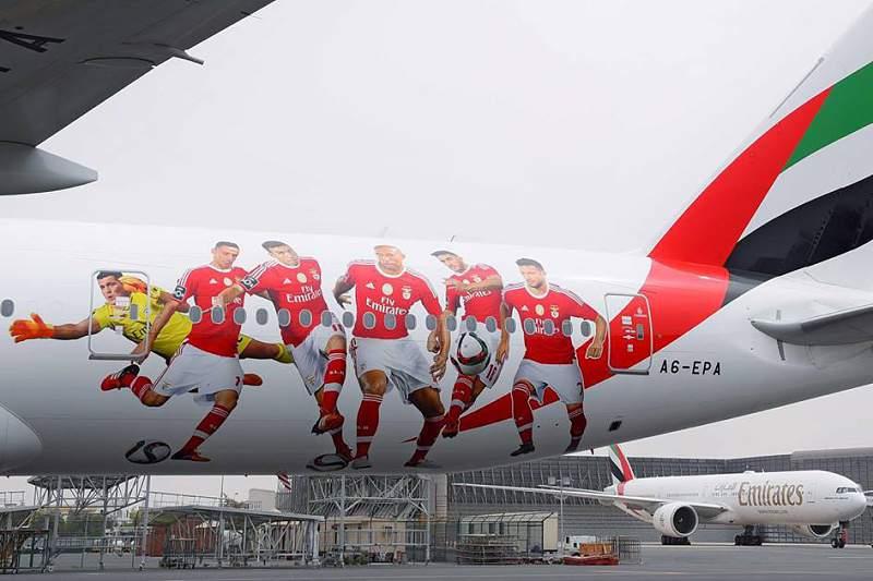 Avião da Emirates com imagem do Benfica