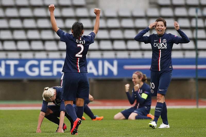 Jogadoras do PSG celebram o título