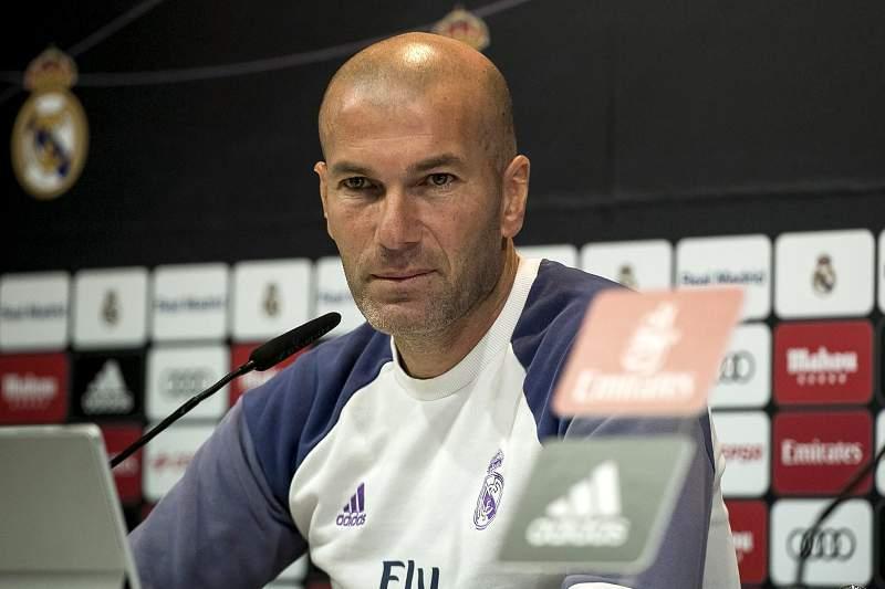 Zinedine Zidane durante uma conferência de imprensa do Real Madrid