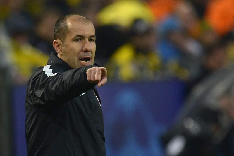 Leonardo Jardim dá indicações durante o jogo entre Monaco e Borussia Dortmund.