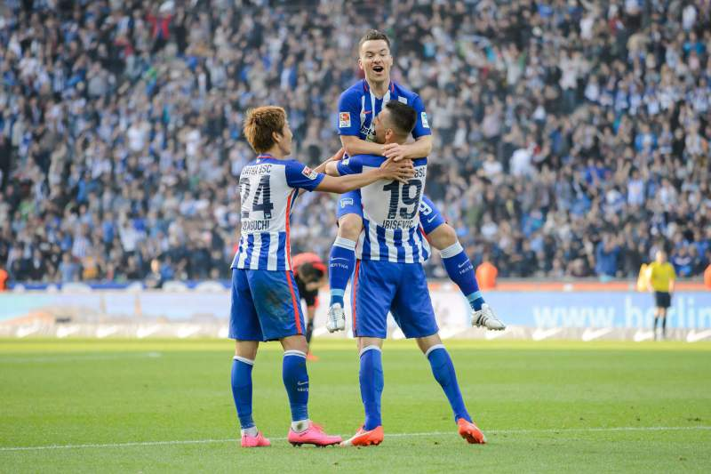 Vedad Ibisevic celebra um golo pelo Hertha Berlim