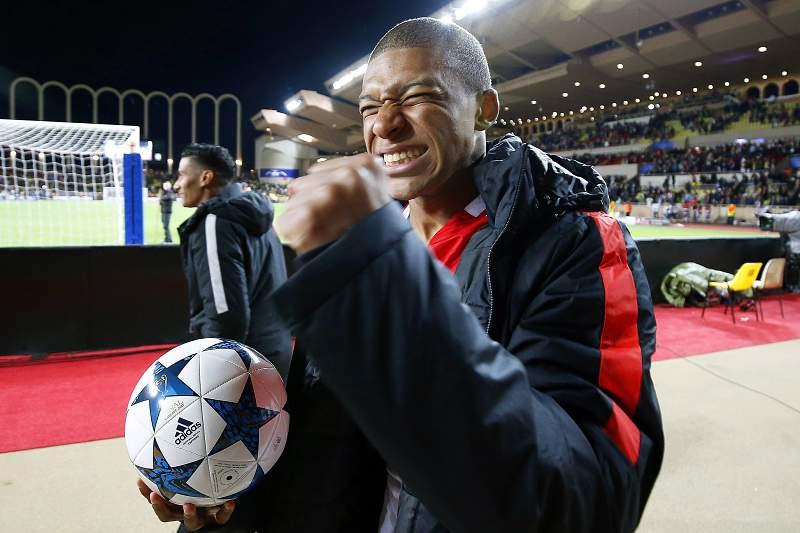 Mbappé reage depois da vitória do Mónaco em casa frente ao Borussia Dortmund