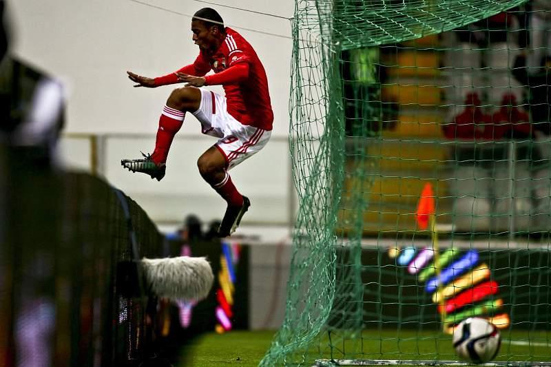 Derley festeja golo pelo Benfica