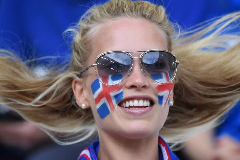 Islândia - Hungria: Nas bancadas o duelo tem mais vida