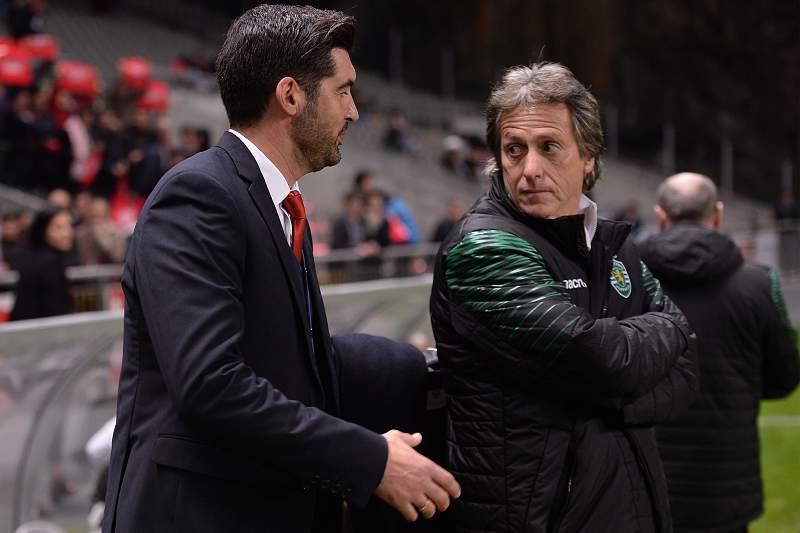 Paulo Fonseca cumprimenta Jorge Jesus durante o jogo entre SC Braga e Sporting