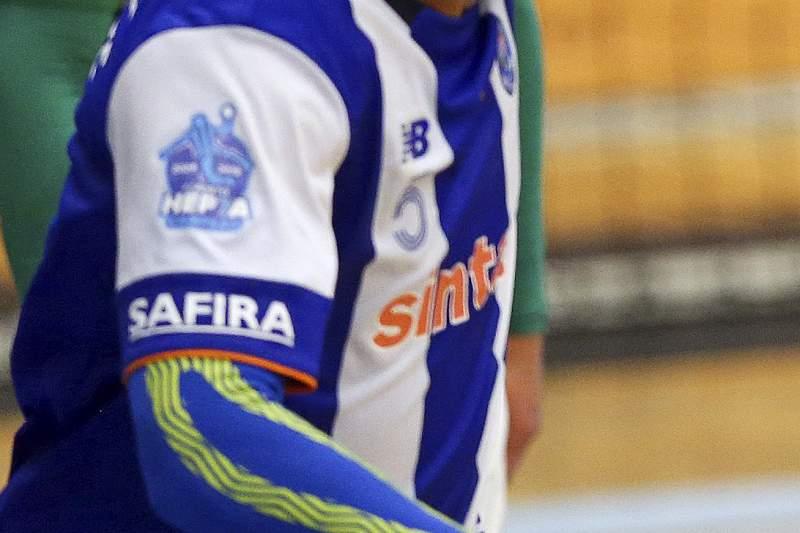 Gustavo Rodrigues festeja um golo frente ao Sporting