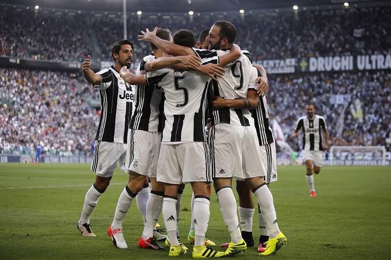 Higuaín volta a ser decisivo em mais um triunfo da Juventus