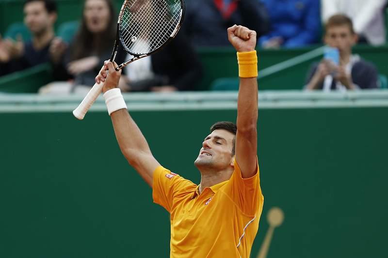 Novak Djokovic celebra a vitória do torneio Masters 1000 de Monte Carlo