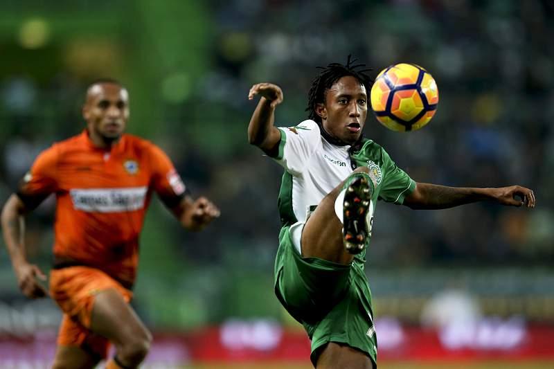 Gelson Martins (D) marcou o único golo do Sporting-Varzim