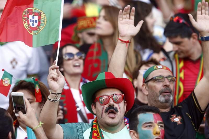 Adeptos de Portugal em Lens