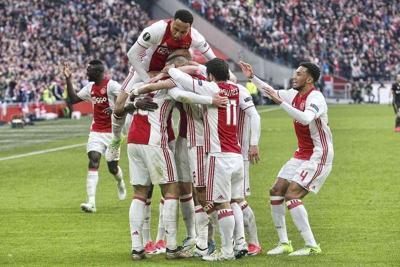 Ajax festeja vitória frente ao Lyon