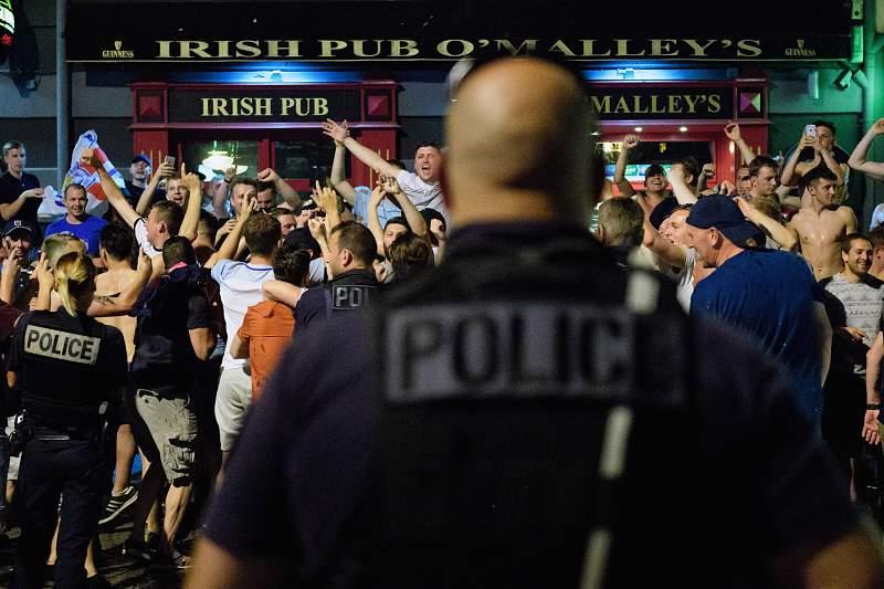 Dois detidos após confrontos com adeptos ingleses em Marselha