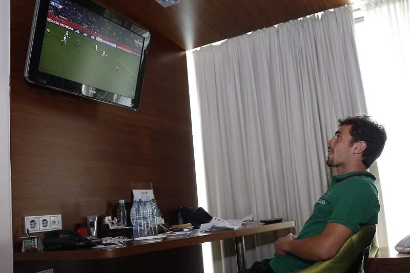 Bernardo Silva atento ao jogo dos Sub-20 contra a Nova Zelândia