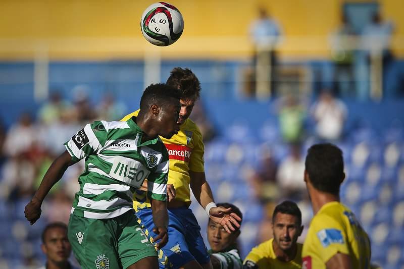 Carlos Mané em ação no empate do Sporting diante do Estoril-Praia