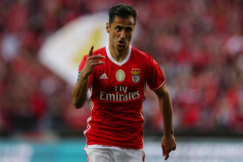 Jonas celebra o segundo golo do Benfica na vitória sobre o Estoril-Praia por 2-1