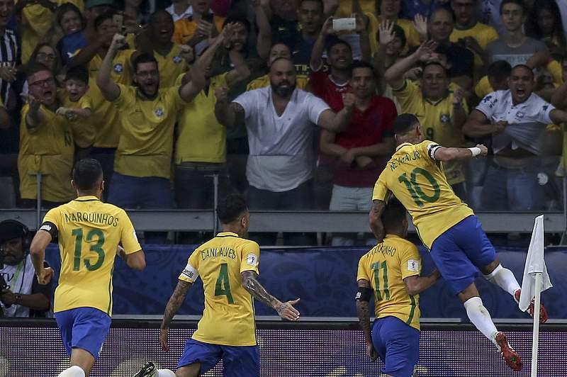 Brasil festeja golo