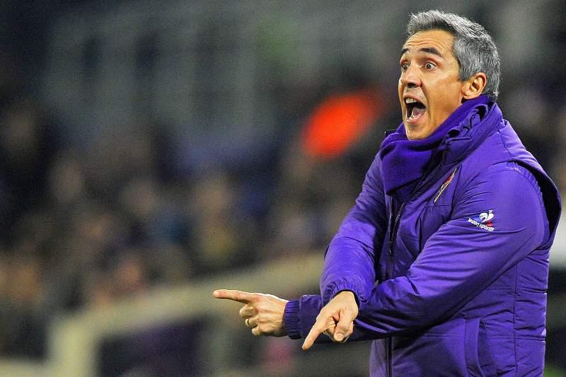 Paulo Sousa dá indicações durante o jogo da Taça de Itália entre Fiorentina e Carpi