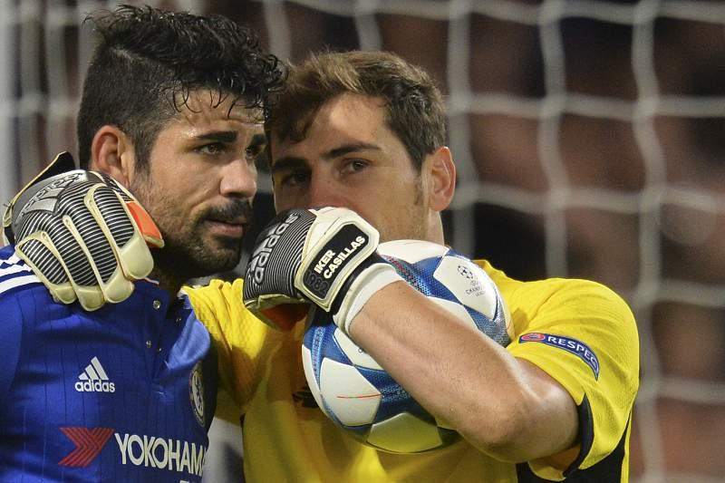 Casillas fala com Diego Costa após o jogo entre Chelsea e FC Porto