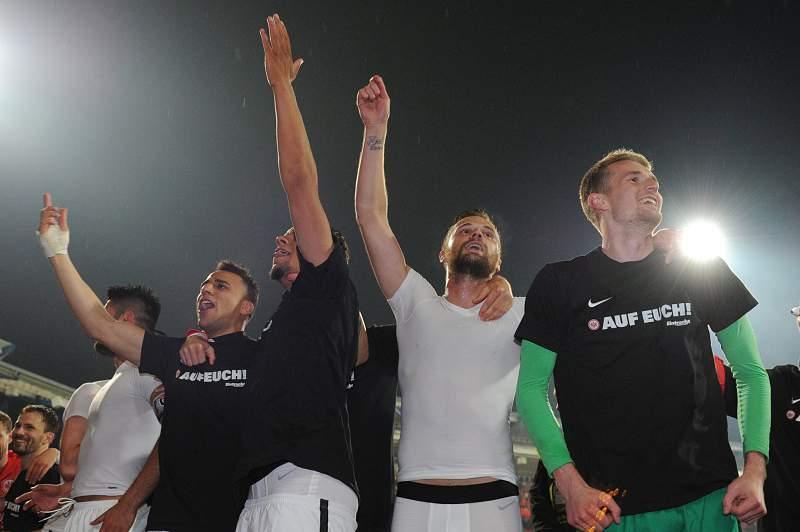 Eintracht Frankfurt vence Nuremberga e assegura permanência na 'Bundesliga'