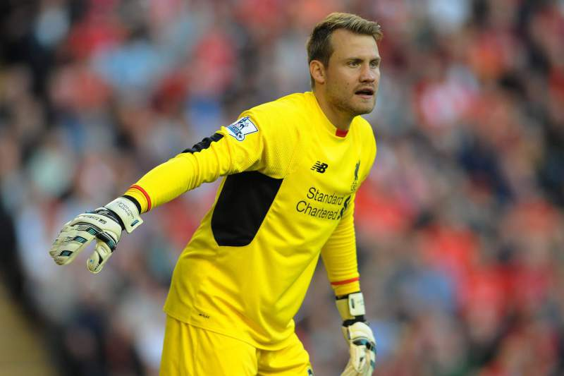 O guarda-redes do Liverpool Simon Mignolet em ação