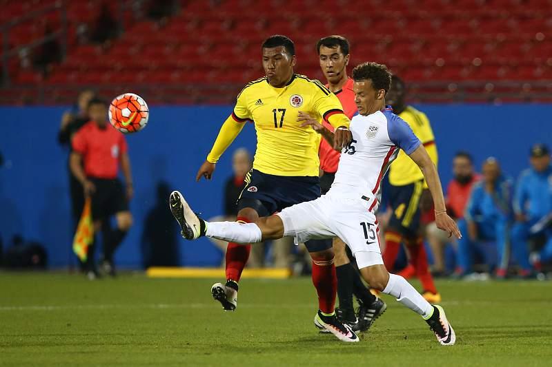Roger Martinez em ação pela Colômbia no jogo contra os EUA