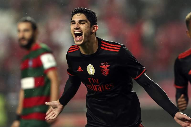 Gonçalo Guedes celebra o golo ao Marítimo na goleada do Benfica por 6-0