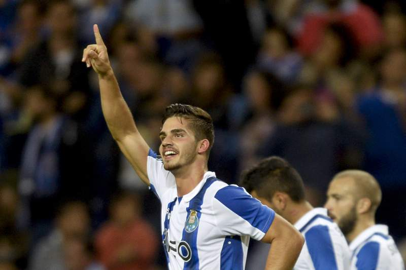 André Silva celebra o golo da vitória do FC Porto sobre o Estoril